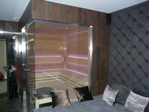 sauna - dwie ściany szklane